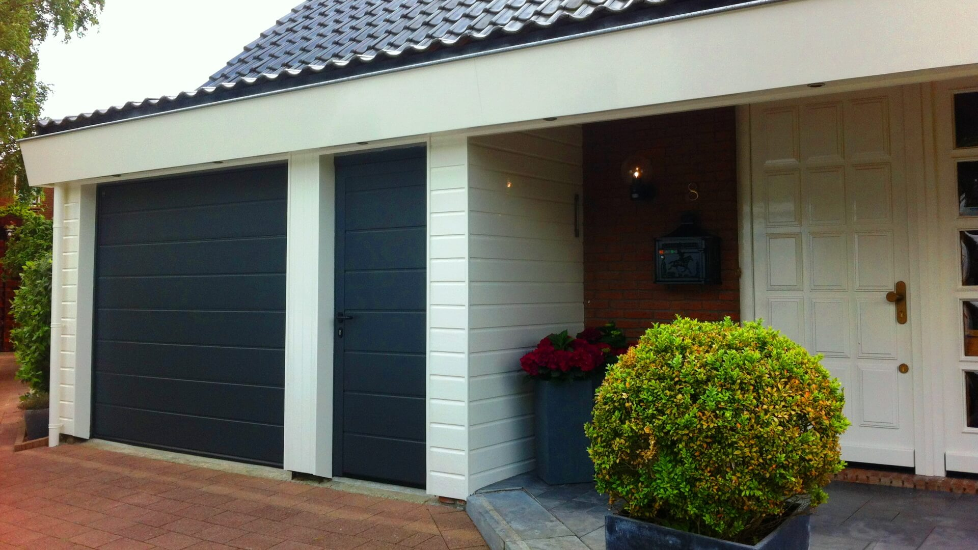 garagdeur-groningen-voordeur-bedrijfsdeur-sectionaaldeur-groningen
